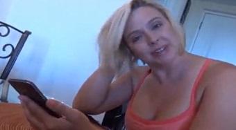 La puta de mi madre quiere que le dé un rato de sexo