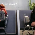 Primas lesbianas follando en la oficina